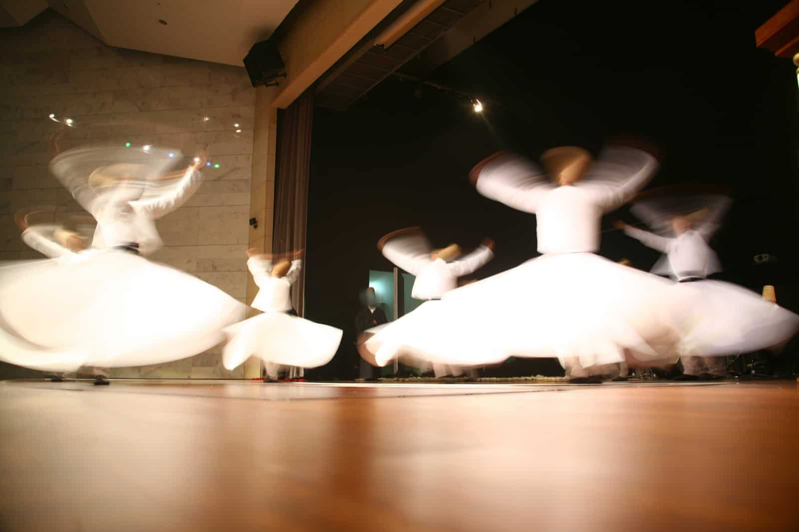 Mevlana-Dervishes-dancing-in-the-museum-Konya